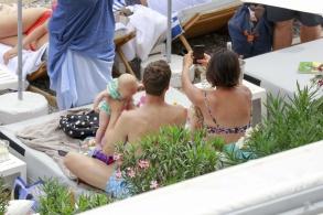 50 Shades of Grey Star Jamie Dornan mit Frau und Kindern am Strand