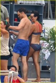 jamie-dornan-wife-amelia-warner-fifty-shades-beach-scenes-04